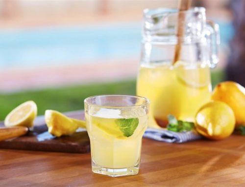Beneficios de tomar agua con limón a la mañana